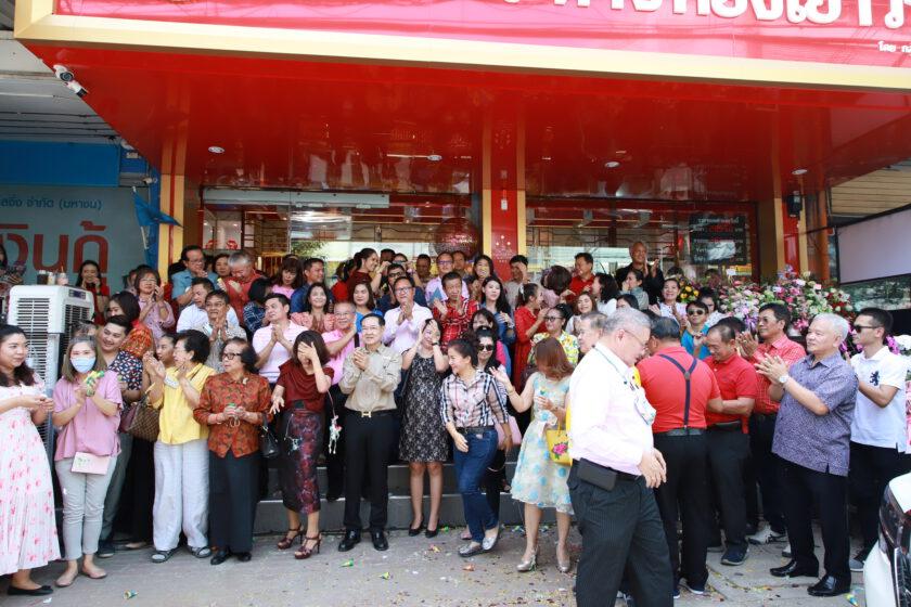 """เฮียเบี้ยว ซ้อเกื้อ เครือสิริยนต์ เปิดร้านทองกลางเมืององค์พระใหญ่""""ห้างทองเยาวราช มหานคร168""""ให้ลูกสาวคนเล็กบริหาร"""
