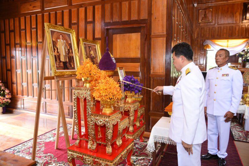 """ฉะเชิงเทรา ปลูกฝังความรักชาติ ศาสนาและสถาบันกษัตริย์ """"อธิบดี พช."""" เทิดวันพ่อแห่งชาติ 2563 เป็นประธานพิธีบรรพชาสามเณร 98 คน และอบรมศีลจาริณี 69 คน เพื่ออุทิศถวายเป็นพระราชกุศล แด่ในหลวง รัชกาลที่ 9"""