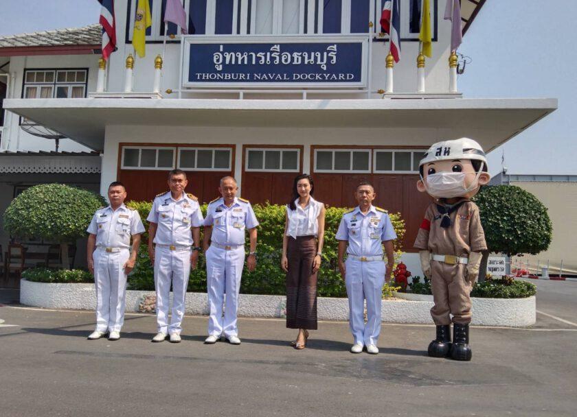 แพนเค้ก โฆษกพิเศษกองทัพเรือ เข้ามอบกระเช้าของขวัญให้แก่ อู่ทหารเรือธนบุรี เพื่อเป็นขวัญและกำลังใจให้กำลังพลและครอบครัว ให้ผ่านพ้นสถานการณ์วิกฤติช่วงโควิด 19 และชื่นชมการคิดค้นเครื่องมือที่สามารถลดมลพิษฝุ่นละอองขนาดเล็ก PM 2.5 ได้